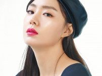 박예진  여자  24세  무표정한 왼쪽 얼굴