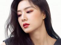서지혜  여자  26세  무표정한 왼쪽 얼굴