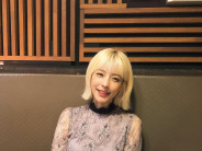 현아  여자  25세  미소짓는 정면 얼굴