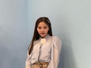 문채원  여자  22세  무표정한 정면 얼굴
