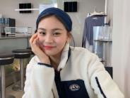 김아영  여자  18세  미소짓는 정면 얼굴