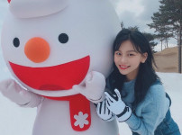 양정원  여자  15세  미소짓는 정면 얼굴